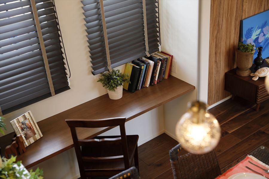 ポラスの分譲住宅「パレットコート柏たなか エヴァーシティ」モデルハウス16-81号棟/スタディーカウンター